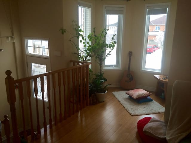 Private house, 1 Bdrm, 2 Bath, 2 Living rooms - Barrie - Ház