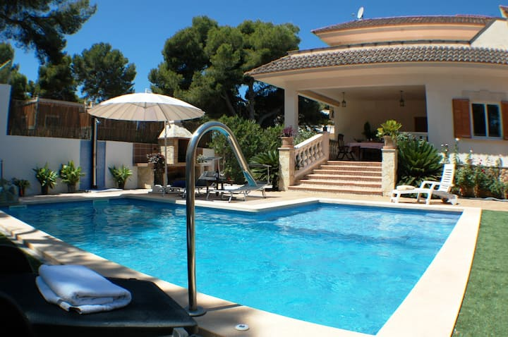 Can Joan, Chalet con piscina/Jacuzzi para 10 pax