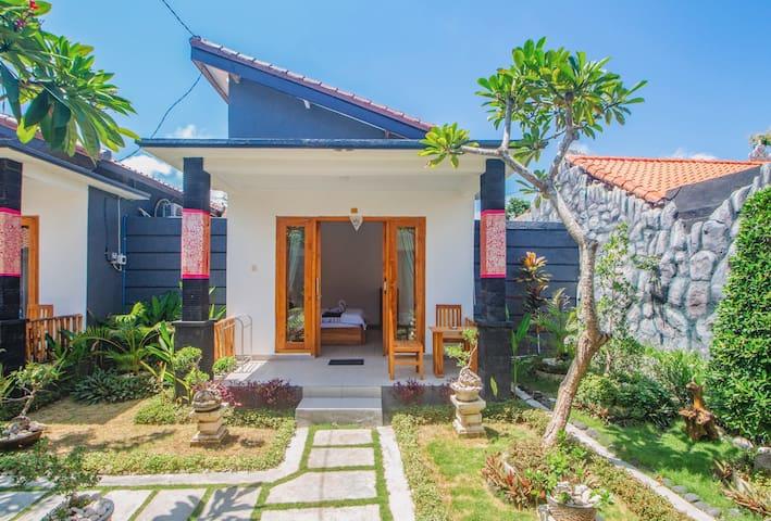Cute Balinese Style House w/ Fast Wifi & Breakfast