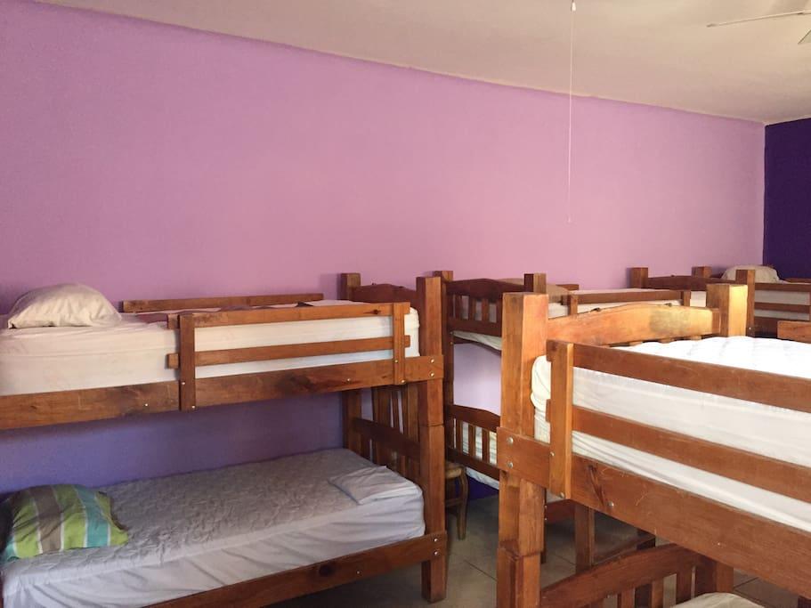 Dormitorios c modos y tranquilos bed breakfasts for for Dormitorios comodos