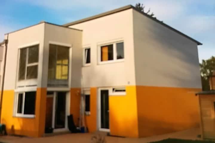 Haus in Donaunähe mit Garten und Swimmingpool