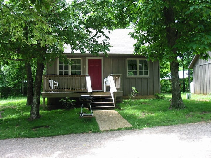 Cabin #1, Royal Oaks Retreat