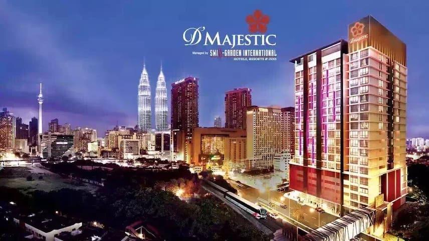 一流地点、交通方便、舒适环境、齐全设备、露天泳池面对双峰塔、迷人夜景 - Kuala Lumpur - Apartament
