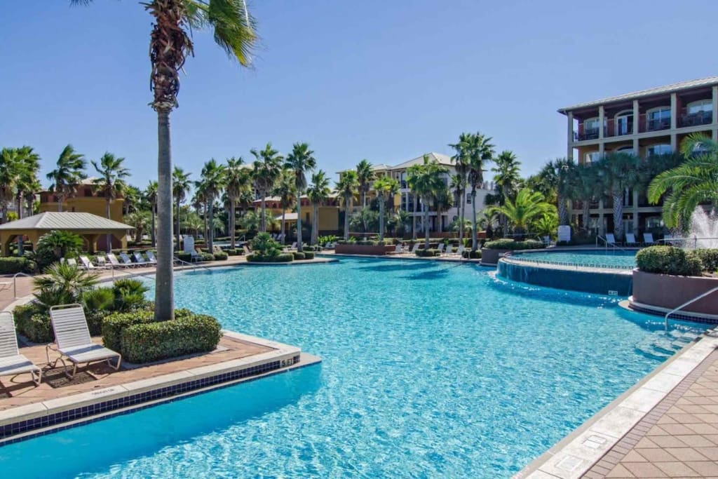 Sweet Tea is just a  short walk from the beautiful 12,000 square foot  Seacrest North Lagoon Pool!