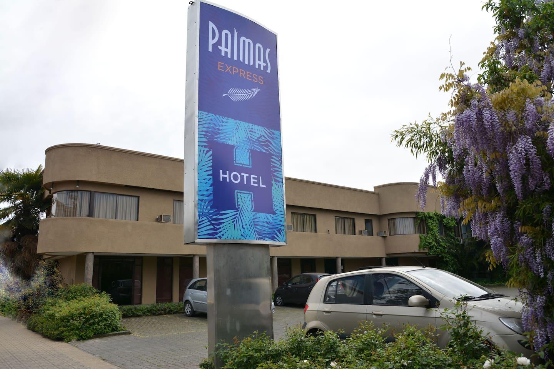 Exterior y estacionamientos