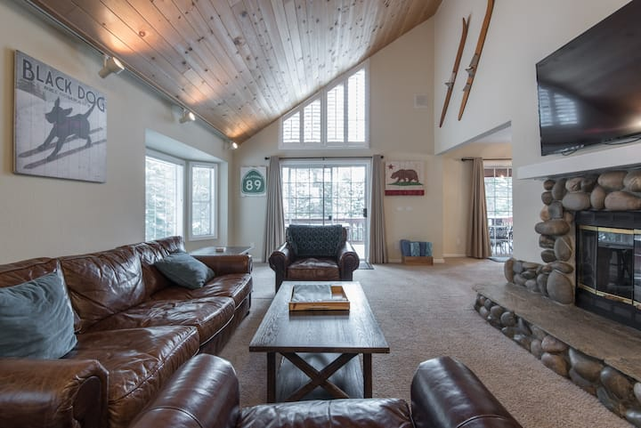 Private Tahoe Vista Home w/ Spa close to Northstar