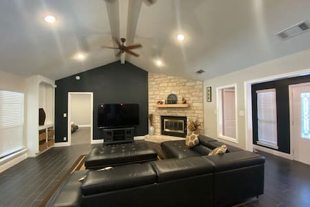 Newly remodeled spacious house with private pool !