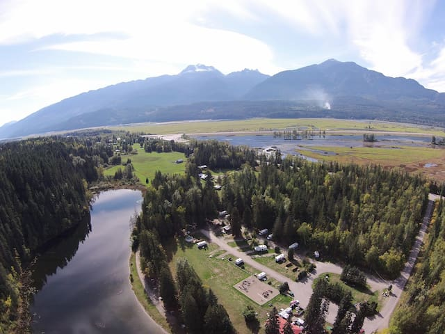 The Yome with lake and mountain views - Revelstoke - Yurt