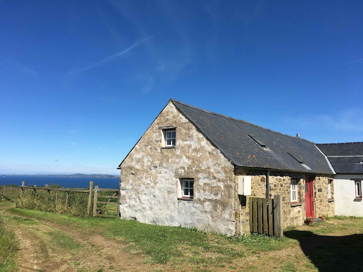 Cottage with sea views in Druidston, Pembrokeshire