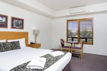 Brisbane Airport Hotel Room - Hamilton