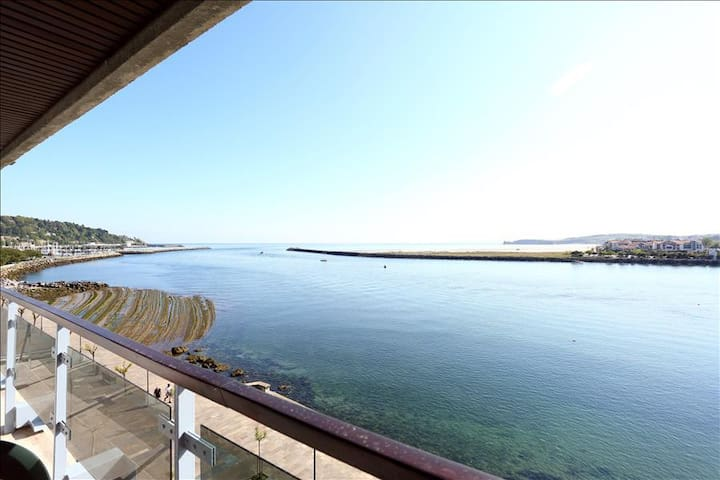 CAROLINA: New apartment with spectacular sea views in the heart of Hondarribia
