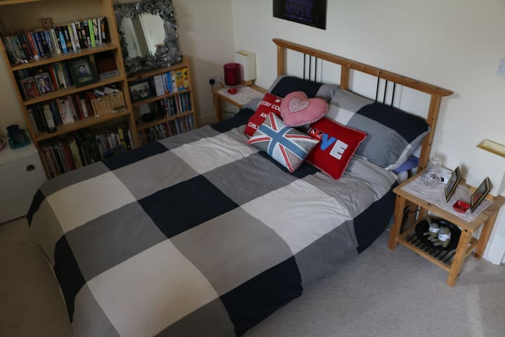 Comfortable double room in Portishead.