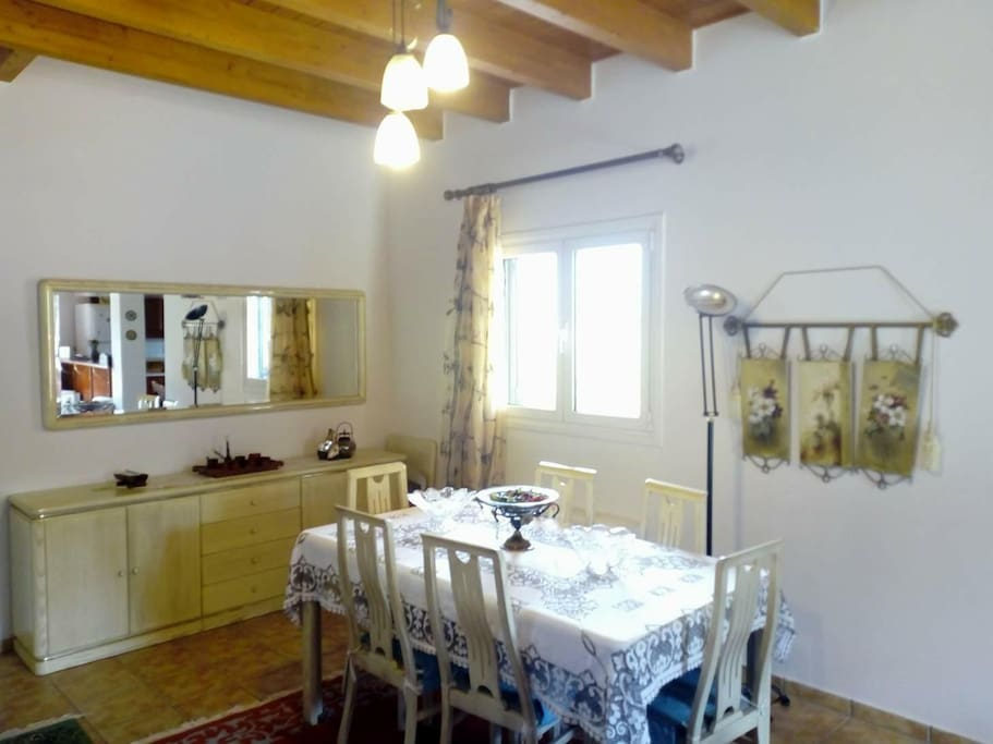 Middle floor: Dining room