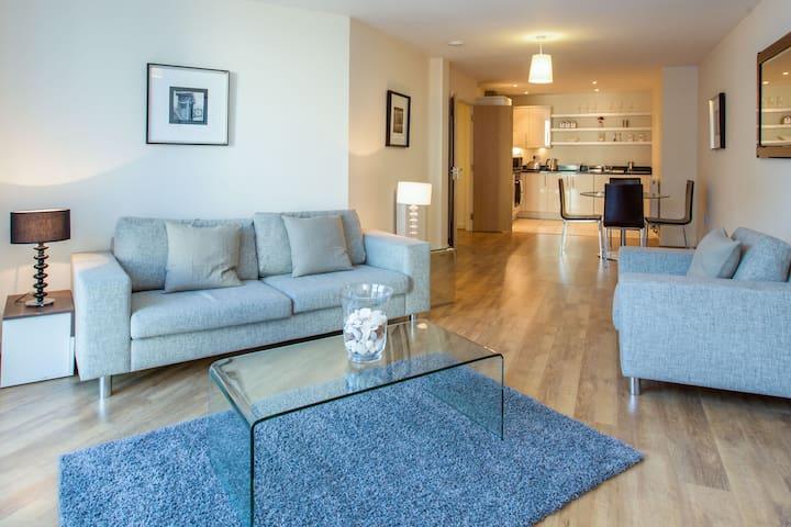 Beautiful 2 Bedroom Apartment, Luxury Living - Lontoo - Huoneisto