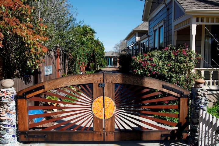Cozy, artistic, garden studio. - Santa Cruz - Hus