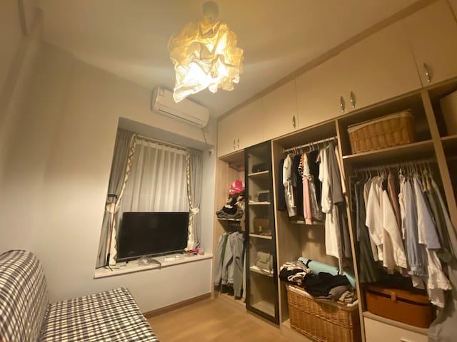 北欧风新装修-沙发床房间