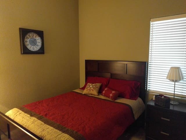 Quiet Guest Room in Centennial - Las Vegas