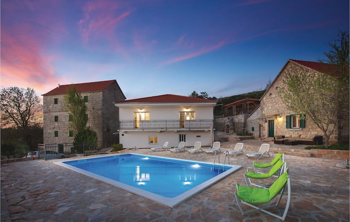 Amazing home in Studenci with Outdoor swimming pool, Heated swimming pool and 3 Bedrooms