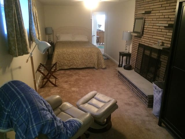 Clean, spacious private rooms - Uptown Mt. Lebanon - Pittsburgh - Casa