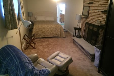 Clean, spacious private rooms - Uptown Mt. Lebanon - Pittsburgh - Ház