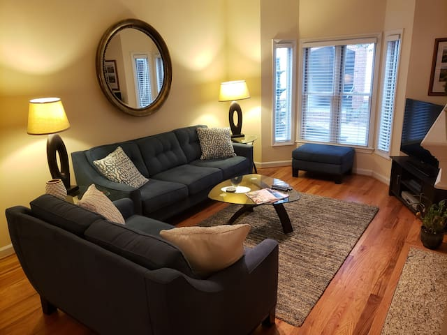 Downtown Raleigh 2 BR Condo next to City Market