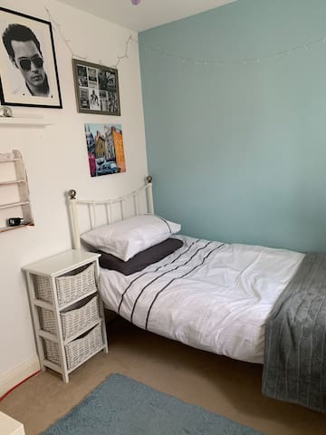 Single bed for Monday to Friday or weekends