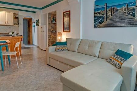 Stylish ground floor apartment in Pueblo Blanco