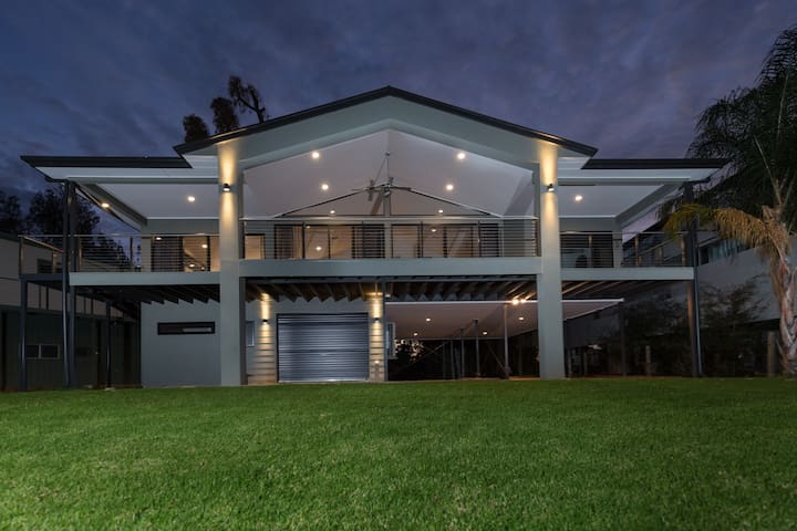 Luxury Riverfront Family Retreat, Brenda Park SA