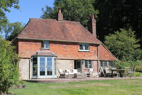 Magical country cottage in beautiful 8 acre estate