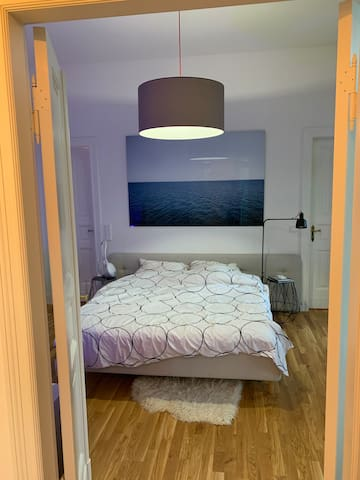 Bedroom with boxspring bed 2x2m  Schlafzimmer mit 2x2m Boxspring-Bett