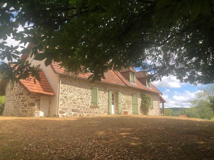 Agréable maison en pierre, piscine 10x5 sécurisée