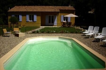 Villa avec piscine dans le luberon - Caseneuve