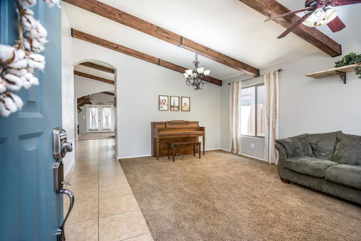 Gorgeous San Tan Valley Home that is Sanitized!