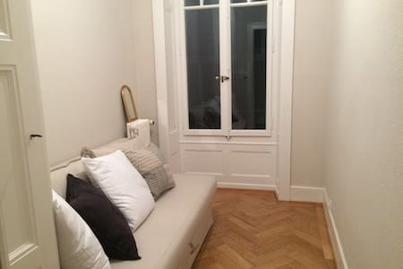 Small and comfy room in very central Geneva - Женева - Квартира