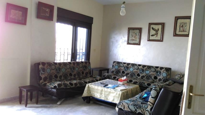 quite home in Bchamon cheap for a family - Beirute - Apartamento