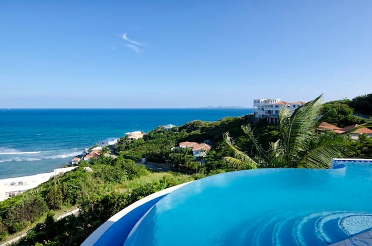 Sea Star - 3 Bed villa. Sea views  from all rooms.
