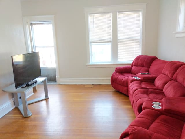 Private Apt in the center of STL near everything