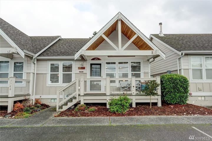 Birch Bay Condo Cottage. View, Canal, Sunsets