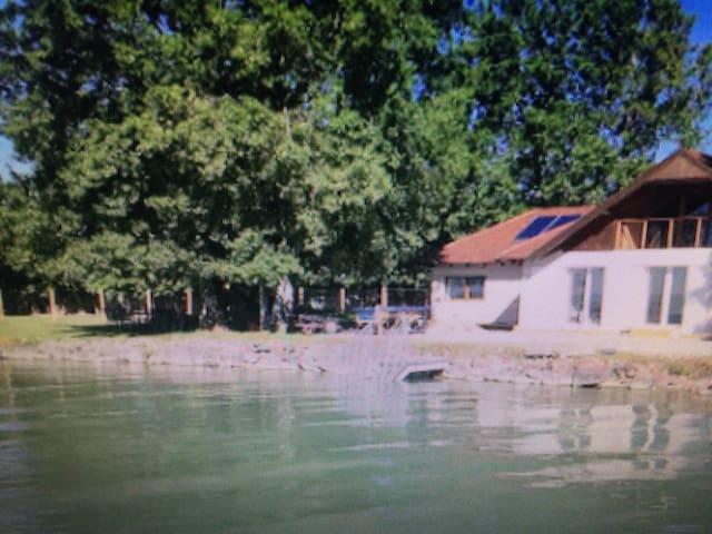 a ház a tónál 180nm amely - Kecskemét - Lägenhet
