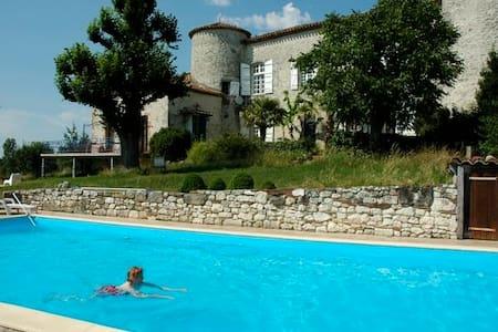 """Château """"Mondou"""" met """"Gite"""" en de """"Portierswoning. - Villeneuve-sur-Lot"""