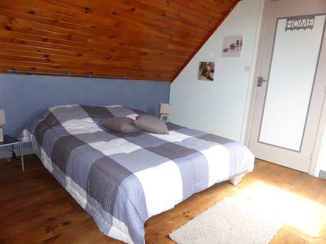 Chambre ZEN à l'étage avec un lit de 140