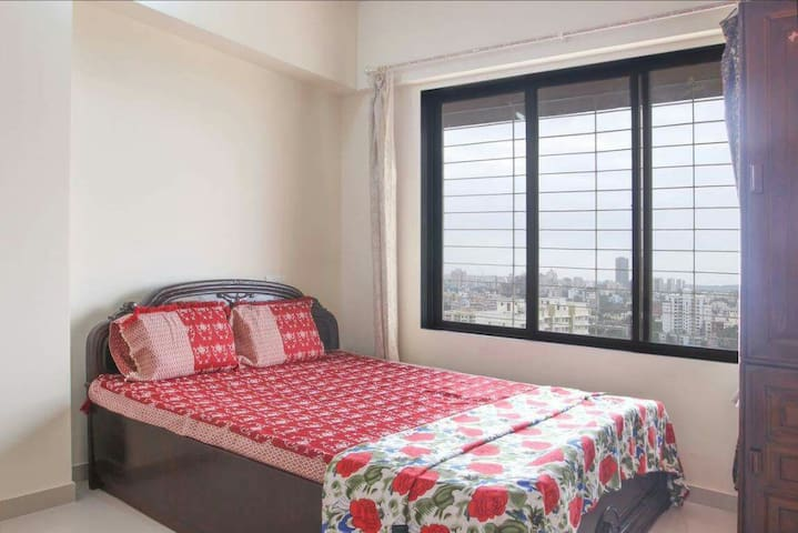 Private Room Near Highway-WiFi/Kitchen/16th floor - Mumbai - Appartement