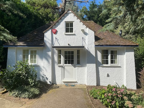 Entire, self-contained cottage in charming village