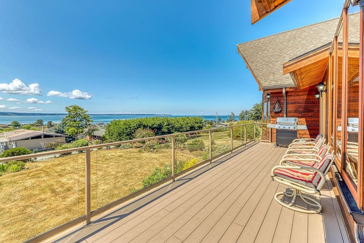Family & dog-friendly home w/ hot tub, deck, mountain & bay views