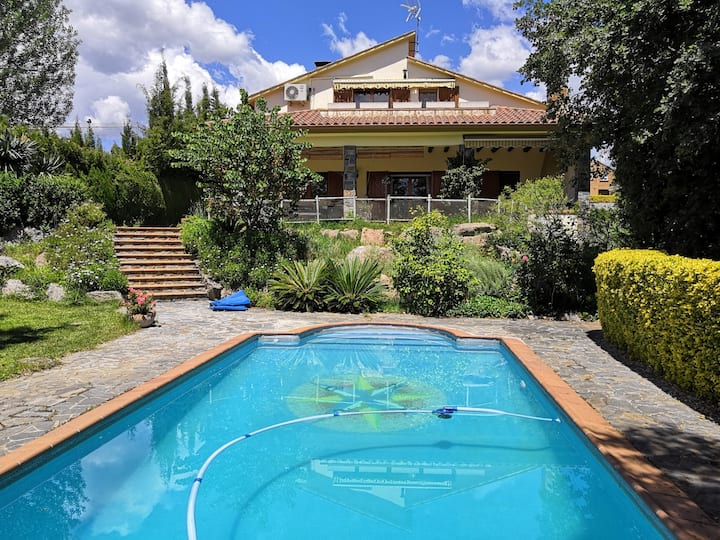 House with pool and big garden, 40 mins Barcelona