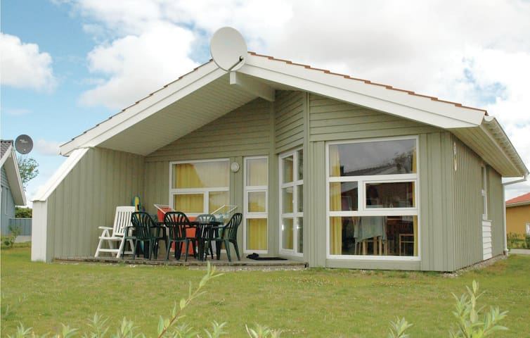 Holiday cottage with 3 bedrooms on 72 m² DSH615