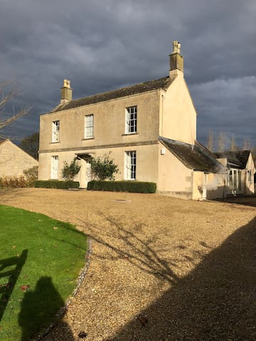 Grade 2 listed home. Great for Bath & Bristol