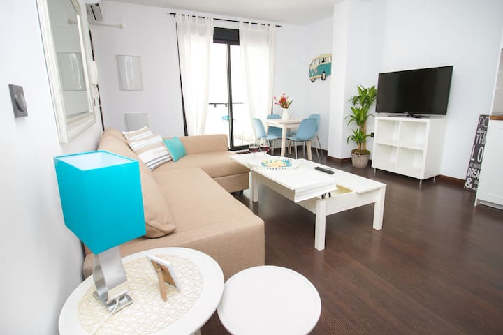 Bright and Trendy - Brand New, Central flat