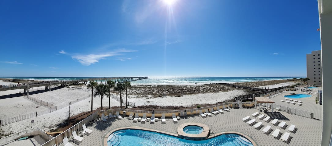 Oceanfront,Pier,Restaurants,DrinkRelax,HotTub,Pool