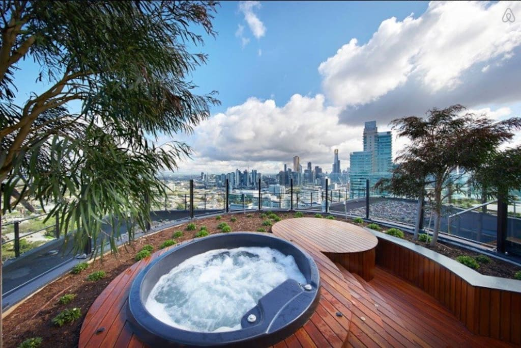Rooftop - 360 view, Two Heated Spas, BBQ areas, eating areas, lounge and foxtel